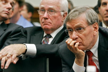 WASHINGTON - JANUARY 15:  Major League Baseball Commissioner Bud Selig (R) listens to testimony during a hearing of the U.S. House Oversight and Government Reform Committee on the illegal use of sterioids in baseball as listens January 15, 2008 in Washing