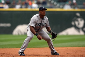 CHICAGO - APRIL 29:  Adrian Beltre #29 of the Seattle Mariners plays third base against the Chicago White Sox during the game on April 29, 2009 at U.S. Cellular Field in Chicago, Illinois. (Photo by Jonathan Daniel/Getty Images)