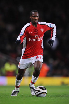 LONDON - NOVEMBER 11:  Gavin Hoyte of Arsenal runs with the ball during the Carling Cup fourth round match between Arsenal and Wigan Athletic at the Emirates Stadium on November 11, 2008 in London, England.  (Photo by Shaun Botterill/Getty Images)