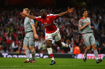 LONDON, ENGLAND - MAY 22:  Gilles Sunu of Arsenal celebrates scoring the first goal during the FA Youth Cup Final 1st Leg match between Arsenal and Liverpool at The Emirates Stadium on May 22, 2009 in London, England.  (Photo by Julian Finney/Getty Images