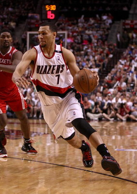 PORTLAND, OR - APRIL 21:  Brandon Roy #7 of the Portland Trail Blazers drives against the Houston Rockets during Game 2 of the Western Conference Quarterfinals of the NBA Playoffs on April 21, 2009 at the Rose Garden in Portland, Oregon. NOTE TO USER: Use