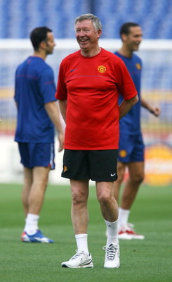 ROME - MAY 26:  Sir Alex Ferguson manager of Manchester United attends the Manchester United training session prior to UEFA Champions League Final versus Barcelona at the Stadio Olimpico on May 26, 2009 in Rome, Italy.  (Photo by Alex Livesey/Getty Images