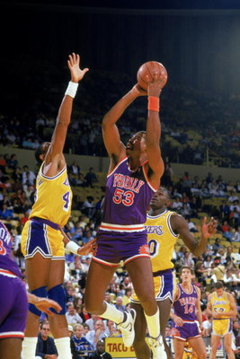INGLEWOOD, CA - 1988:  James Edwards #53 of the Phoenix Suns shoots against the Los Angeles Lakers during the game at the Great Western Forum in Inglewood, California.  (Photo by Rick Stewart/Getty Images)