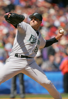 FLUSHING, NY - APRIL 16:  Al Leiter #22 of the Florida Marlins pitches against his former team the New York Mets during the game at Shea Stadium on April 16, 2005 in Flushing, New York. The Mets won 4-3. (Photo by Ezra Shaw /Getty Images)