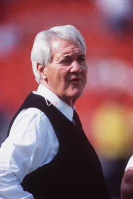 20 Sep 1992: TELEVISION ANNOUNCER PAT SUMMERALL BEFORE A TELECAST OF THE REDSKINS 13-10 VICTORY OVER THE DETROIT LIONS AT RFK STADIUM IN WASHINGTON, D.C.