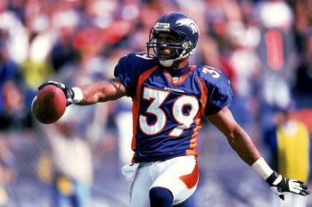 3 Oct 1999:  Ray Crockett #39 of the Denver Broncos moves with the ball during the game against the New York Jets at the Mile High Stadium in Denver, Colorado. The Jets defeated the Broncos 21-13. Mandatory Credit: Brian Bahr  /Allsport