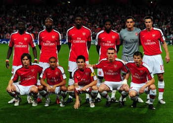LONDON, ENGLAND - SEPTEMBER 29: Team Arsenal pose for a team photo before the UEFA Champions League Group H match between Arsenal and Olympiakos at the Emirates Stadium on September 29, 2009 in London, England.  (Photo by Mike Hewitt/Getty Images)