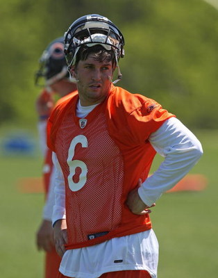 LAKE FOREST, IL - MAY 20: Jay Cutler #6 of the Chicago Bears watches during an organized team activity (OTA) practice on May 20, 2009 at Halas Hall in Lake Forest, Illinois. (Photo by Jonathan Daniel/Getty Images)