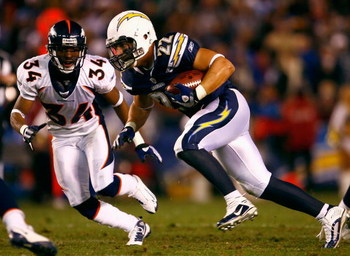 SAN DIEGO - DECEMBER 28:  Jacob Hester #22 of the San Diego Chargers runs with the ball after a catch past Josh Bell #34 of the Denver Broncos during the NFL game at Qualcomm Stadium on December 28, 2008 in San Diego, California. The Chargers defeated the