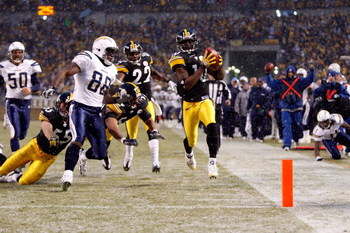 PITTSBURGH - JANUARY 11:  Santonio Holmes #10 of the Pittsburgh Steelers returns a punt 67 yards for a touchdown in the first quarter against Kris Wilson #88 of the San Diego Chargers during their AFC Divisional Playoff Game on January 11, 2009 at Heinz F