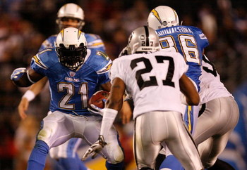 SAN DIEGO - DECEMBER 04:  Running Back LaDainian Tomlinson #21 of the San Diego Chargers rushes against the Oakland Raiders during their NFL Game on December 4, 2008 at Qualcomm Stadium in San Diego, California.  (Photo by Harry How/Getty Images)