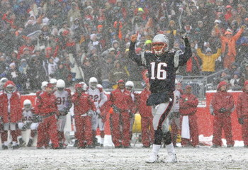 FOXBORO, MA - DECEMBER 21: Matt Cassell #16 of the New England Patriots reacts after a touchdown against the Arizona Cardinals at Gillette Stadium on December 21, 2008 in Foxboro, Massachusetts. The Patriots won 47-7. (Photo by Jim Rogash/Getty Images)