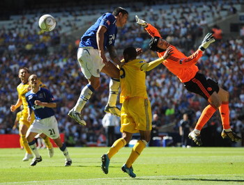 LONDON, ENGLAND - MAY 30:  Tim Cahill of Everton is foiled by Ashley Cole and Petr Cech of Chelsea during the FA Cup sponsored by E.ON Final match between Chelsea and Everton at Wembley Stadium on May 30, 2009 in London, England.  (Photo by Shaun Botteril