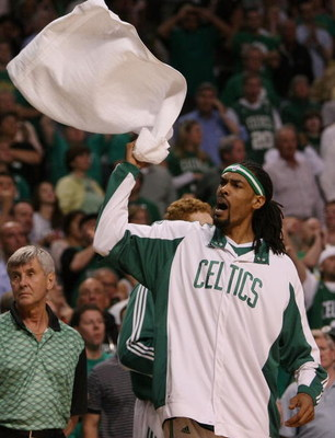 BOSTON - APRIL 28:  Mikki Moore #7 of the Boston Celtics tries to rally the fans against the Chicago Bulls in Game Five of the Eastern Conference Quarterfinals during the 2009 NBA Playoffs at TD Banknorth Garden on April 28, 2009 in Boston, Massachusetts.