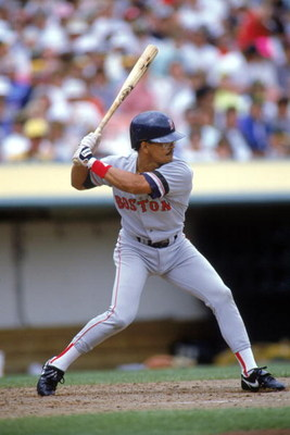 1990:  Luis Rivera of the Boston Red Sox readies for the pitch during the 1990 season. (Photo by Otto Greule Jr/Getty Images)