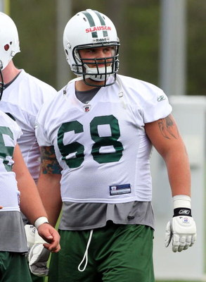 FLORHAM PARK, NJ - MAY 02:  Matt Slauson #68 of the New York Jets practices during minicamp on May 2, 2009 at the Atlantic Health Jets Training Center in Florham Park, New Jersey.  (Photo by Jim McIsaac/Getty Images)