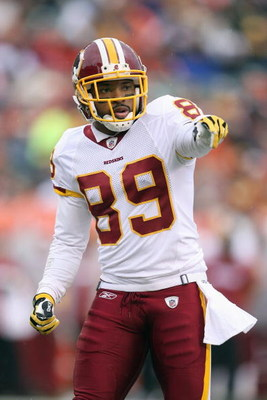 CINCINNATI - DECEMBER 14:  Santana Moss #89 of the Washington Redskins points on the field during the NFL game against the Cincinnati Bengals at Paul Brown Stadium December 14, 2008 in Cincinnati, Ohio. (Photo by Andy Lyons/Getty Images)