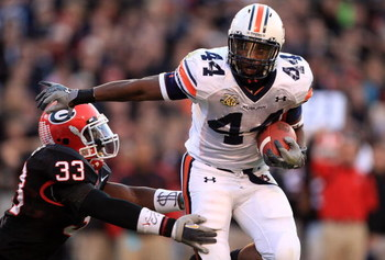 ATHENS, GA - NOVEMBER 10:  Ben Tate #44 of the Auburn Tigers fights off Dannell Ellerbe #33 of the Georgia Bulldogs on his way to a touchdown during their game at Sanford Stadium November 10, 2007 in Athens, Georgia.  (Photo by Streeter Lecka/Getty Images