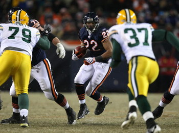 CHICAGO - DECEMBER 22:  Matt Forte #22 of the Chicago Bears runs for yardage as Aaron Rouse #37 of the Green Bay Packers closes in on December 22, 2008 at Soldier Field in Chicago, Illinois. (Photo by Jonathan Daniel/Getty Images)