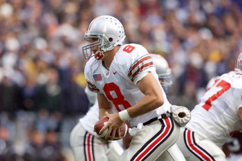 27 Oct 2001 : Steve Bellisari of Ohio State runs with the ball during the game against Penn State at Beaver Field in State College, Pennsylvania . Penn State won 29-27. DIGITAL IMAGE. Mandatory Credit: Jamie Squire/Allsport