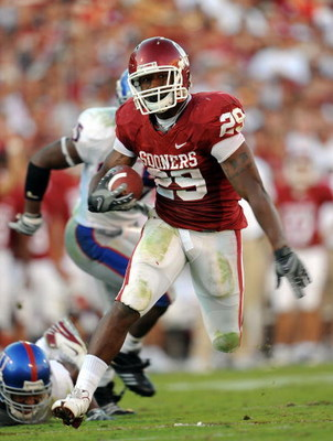 NORMAN, OK - OCTOBER 18:  Running back Chris Brown #29 of the Oklahoma Sooners runs the ball against the Kansas Jayhawks at Memorial Stadium on October 18, 2008 in Norman, Oklahoma.  (Photo by Ronald Martinez/Getty Images)
