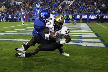 LEXINGTON, KY - NOVEMBER 15:  D.J. Moore #17 of the Vanderbilt Commodores catches a touchdown pass during the game against the Kentucky Wildcats on November 15, 2008 at Commonwealth Stadium in Lexington, Kentucky.  (Photo by Andy Lyons/Getty Images)