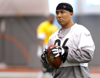 PITTSBURGH - MAY 01:  Hines Ward #86 of the Pittsburgh Steelers watches the wide receivers during rookie training camp at the Pittsburgh Steelers Practice Facility on May 1, 2009 in Pittsburgh, Pennsylvania.  (Photo by Joe Sargent/Getty Images)