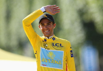 PARIS - JULY 26:  Yellow Jersey holder and race winner Alberto Contador of Spain and Astana salutes the crowd after Stage Twenty One of the Tour de France on July 26, 2009 in Paris, France.  (Photo by Bryn Lennon/Getty Images)