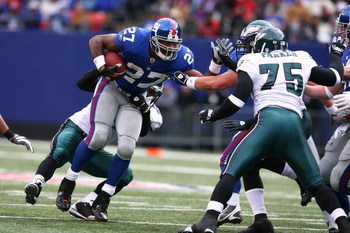 EAST RUTHERFORD, NJ - DECEMBER 07:  Brandon Jacobs #27 of the New York Giants runs the ball against Juqua Parker #75 of the Philadelphia Eagles during their game on December 7, 2008 at Giants Stadium in East Rutherford, New Jersey.  (Photo by Al Bello/Get