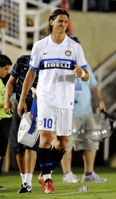 PASADENA, CA - JULY 21:  Zlatan Ibrahimovic #10 of Inter Milan has his right wrist tapede after an injury l against Chelsea FC during the World Football Challenge at the Rose Bowl on July 21, 2009 in Pasadena, California. Chelsea FC defeated Inter Milan 2