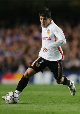 LONDON - APRIL 04:  David Villa of Valencia runs with the ball during the UEFA Champions League quarter final, first leg match between Chelsea and Valencia at Stamford Bridge on April 4, 2007 in London, England.  (Photo by Richard Heathcote/Getty Images)