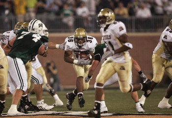 ATHENS, OH - SEPTEMBER 9:  Running back Rashad Jennings #36 of the University of Pittsburgh Panthers rushes for yards against the Ohio University Bobcats during a game at the Peden Stadium on September 9, 2005 in Athens, Ohio.  Ohio won 16-10 in overtime.