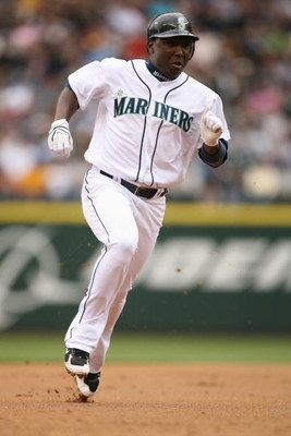 SEATTLE - APRIL 27:  Yuniesky Betancourt #5 of the Seattle Mariners runs the bases against the Oakland Athletics on April 27, 2008 at Safeco Field in Seattle, Washington. (Photo by Otto Greule Jr/Getty Images)