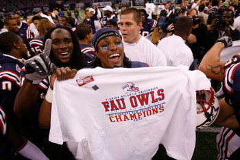 NEW ORLEANS - DECEMBER 21:  Members of the Florida Atlantic University Owls celebrate after defeating the Memphis University Tigers 44-27 in the New Orleans Bowl on December 21, 2007 at the Louisiana Superdome in New Orleans, Louisiana.  (Photo by Chris G