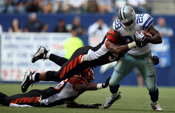 IRVING, TX - OCTOBER 05:  Running back Felix Jones #28 of the Dallas Cowboys runs past the Cincinnati Bengals at Texas Stadium on October 5, 2008 in Irving, Texas.  (Photo by Ronald Martinez/Getty Images)