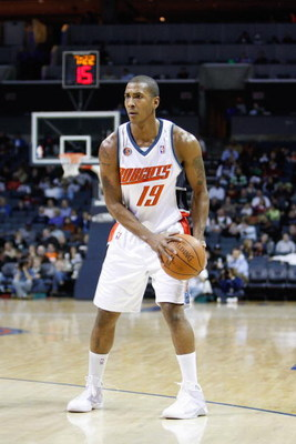 CHARLOTTE, NC - MARCH 3:  Raja Bell #19 of the Charlotte Bobcats looks to move the ball against the Chicago Bulls during their game at Time Warner Cable Arena on March 3, 2009 in Charlotte, North Carolina.  NOTE TO USER: User expressly acknowledges and ag