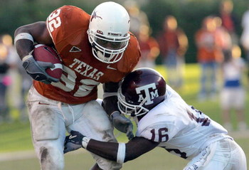 AUSTIN, TX - NOVEMBER 26:  Running back Cedric Benson #32 of the University of Texas Longhorns runs the ball against cornerback Erik Mayes #16 of the Texas A&M University Aggies on November 26, 2004 at Royal Memorial Stadium in Austin, Texas.  (Photo by R