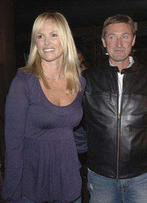 LOS ANGELES - AUGUST 23:  (L-R) Actress Janet Jones and husband former hockey player Wayne Gretzky atttend the world premiere of 'Dirty Deeds' at the Directors Guild of America on August 23, 2005 in Los Angeles, California.  (Photo by Stephen Shugerman/Ge