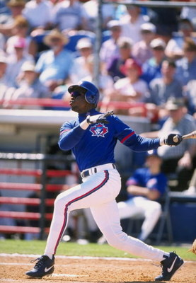26 Feb 1998:  Infielder Tony Fernandez of the Toronto Blue Jays in action during a spring training game against the Minnesota Twins at the McKechnie Field in Dunedin, Florida. The Twins defeated the Blue Jays 3-1. Mandatory Credit: David Seelig  /Allsport