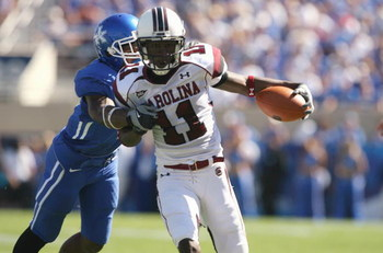 LEXINGTON, KY - OCTOBER 11:  Kenny McKinley #11 of the South Carolina Gamecocks runs the ball against the Kentucky Wildcats during the game at Commonwealth Stadium on October 11, 2008 in Lexington, Kentucky. South Carolina defeated Kentucky 24-17.   (Phot