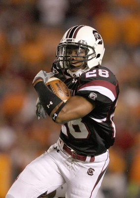 COLUMBIA - NOVEMBER 1:  Eric Baker #28 of the South Carolina Gamecocks carries the ball during the game against the Tennessee Volunteers at Williams-Brice Stadium on November 1, 2008 in Columbia, South Carolina. (Photo by: Streeter Lecka/Getty Images)