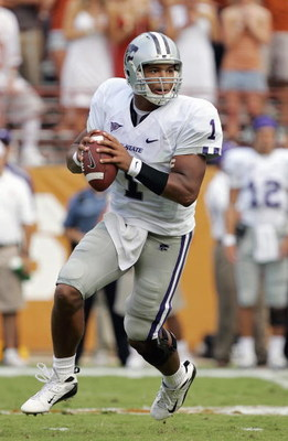 AUSTIN, TX - SEPTEMBER 29: Josh Freeman #1 of the Kansas State Wildcats looks to pass the ball during the game against the Texas Longhorns on September 29, 2007 at Darrell K Royal-Texas Memorial Stadium in Austin, Texas.  Kansas State won 41-21.  (Photo b