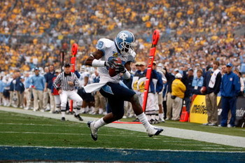 CHARLOTTE, NC - DECEMBER 27:  Hakeem Nicks #88 of the North Carolina Tar Heels scores a touchdown against the West Virginia Mountaineers during the Meineke Car Care Bowl on December 27, 2008 at Bank of America Stadium in Charlotte, North Carolina.  (Photo