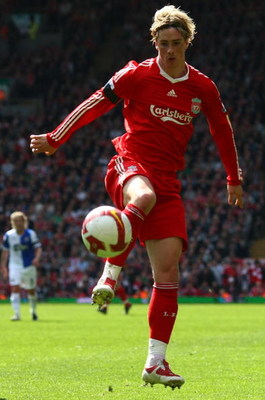 LIVERPOOL, ENGLAND - APRIL 11:  Fernando Torres of Liverpool during the Barclays Premier League match between Liverpool and Blackburn at Anfield on April 11, 2009 in Liverpool, England.  (Photo by Clive Rose/Getty Images)