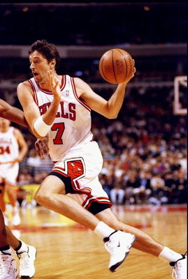 13 Oct 1997: Forward/guard Toni Kukoc of the Chicago Bulls in action during a preseason game against the Atlanta Hawks at the United Center in Chicago, Illinois. The Hawks won the game 84-83.