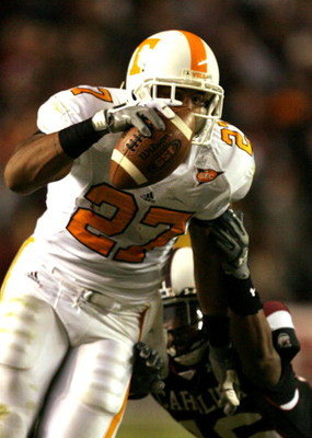 COLUMBIA, SC - NOVEMBER 01:  Arian Foster #27 of the Tennessee Volunteers tries to run away from Shaq Wilson #16 of the South Carolina Gamecocks during their game at Williams-Brice Stadium on November 1, 2008 in Columbia, South Carolina.  (Photo by Street