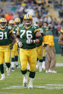 GREEN BAY, WI - NOVEMBER 14:  Tackle Chad Clifton #76 of the Green Bay Packers runs on the field prior to the game against the Minnesota Vikings at Lambeau Field on November 14, 2004 in Green Bay, Wisconsin. The Packers defeated the Vikings 34-31. (Photo