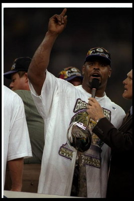 26 Jan 1997:  Defensive lineman Reggie White of the Green Bay Packers gets interviewed by FOX Sports commentator and Hall of Fame quarterback Terry Bradshaw after Super Bowl XXXI against the New England Patriots at the Superdome in New Orleans, Louisiana.