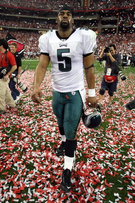 GLENDALE, AZ - JANUARY 18:  Quarterback Donovan McNabb #5 of the Phildelphia Eagles walks off the field after losing to the Arizona Cardinals during the NFC championship game on January 18, 2009 at University of Phoenix Stadium in Glendale, Arizona. The C