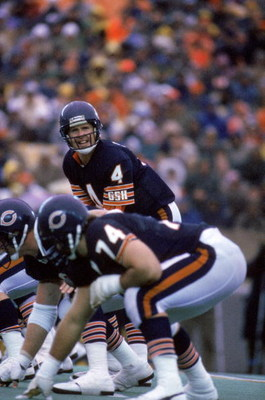 CHICAGO - 1985:  Quarterback Steve Fuller #4 of the Chicago Bears calls a play at the line of scrimmage during a game against the Detroit Lions in 1985 at Soldier Field in Chicago, Illinois.  The Bears won 23-3.  (Photy by Mike Powell/Getty Images)